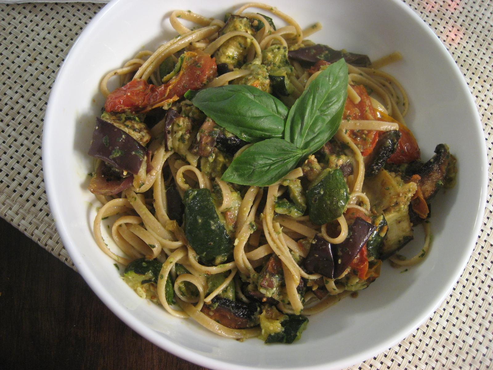 Linguine con Verduras Asadas y Pesto