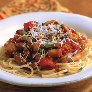 Spaguetti En Salsa De Tomate Con Berenjena Por Pastas Roma