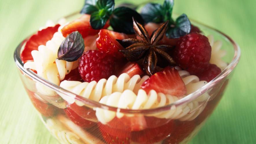 ensalada de tornillitos y frutas