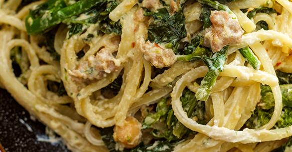 Spaghetti con queso ricotta y espinaca