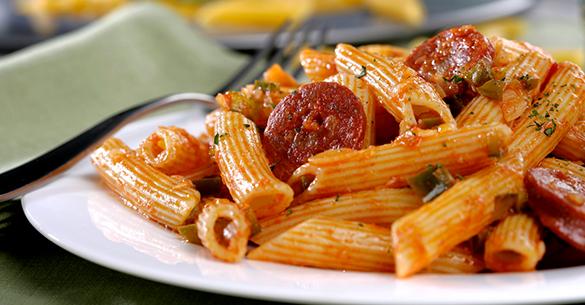 Pasta con chorizo y tomate
